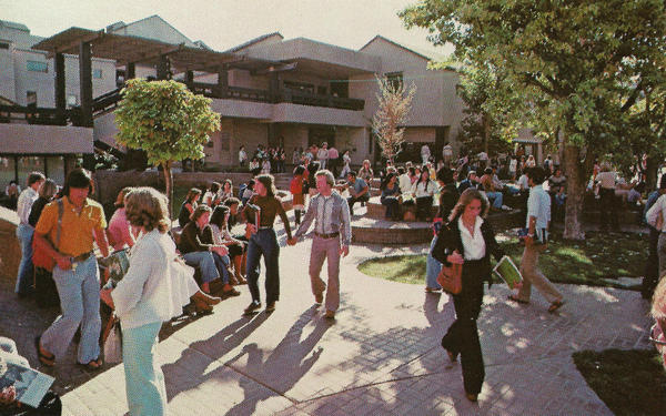 Students walk on the Delta College Campus in 1970