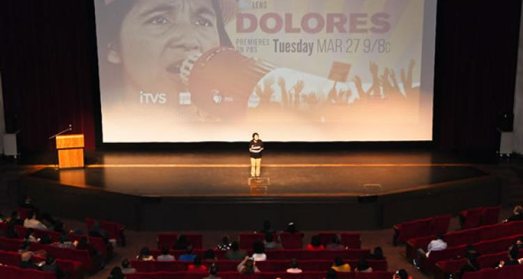 Dolores Huerta speaks to students at Delta College