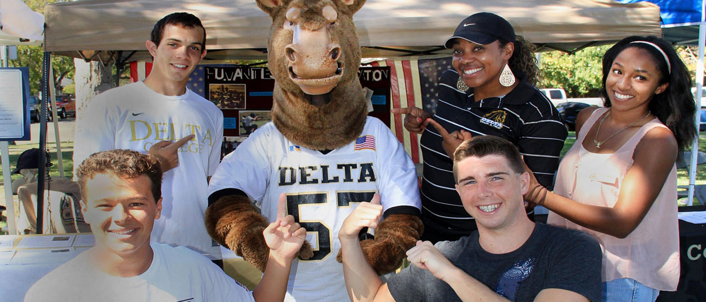 Students pose with a mustang